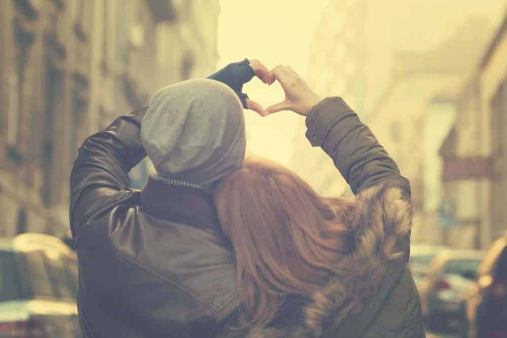 Couples Who Post Less Selfies Tend To Be More In Love, Studies Show 2